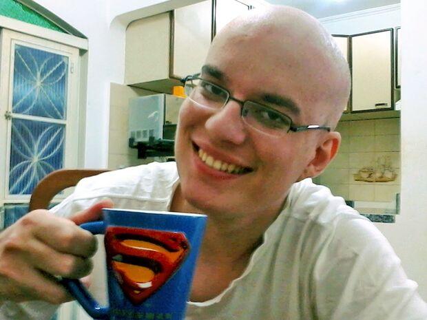 Ele soube do câncer cedo, lutou, venceu e hoje se vê como criança