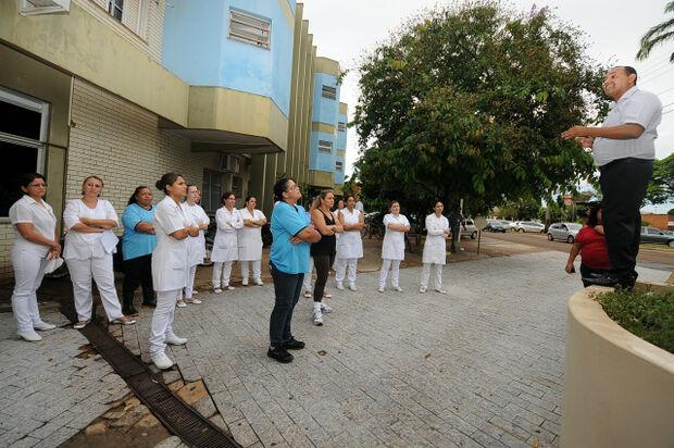 Técnicos de enfermagem em Dourados decidem aguardar pagamento até quarta-feira