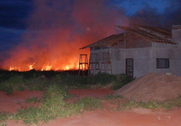 Incêndio mobiliza Corpo de Bombeiros, PMA e Prefeitura Municipal