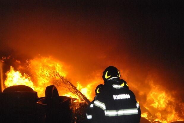 Incêndio destrói depósito de pneu de órgão público em MS