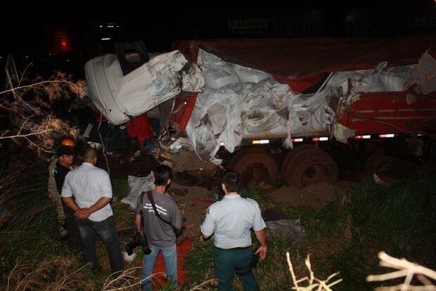 Acidente envolvendo três carretas faz vítima fatal
