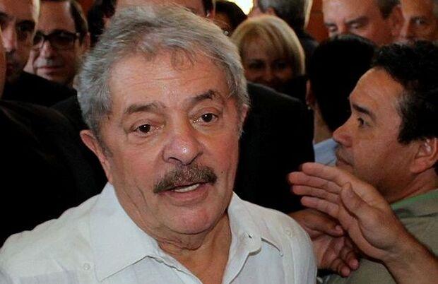 De passagem em MS, Lula entoa discurso eleitoreiro para Dilma
