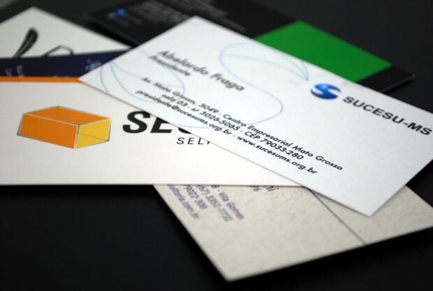 Encontro corporativo com troca de cartões atrai 150 empresários