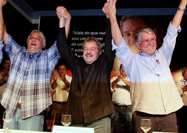 Lula participa de encontro com militantes e dá conselhos para Delcídio