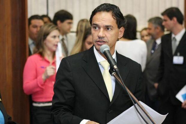 Amarildo aciona justiça para que Marquinhos Trad comprove acusações