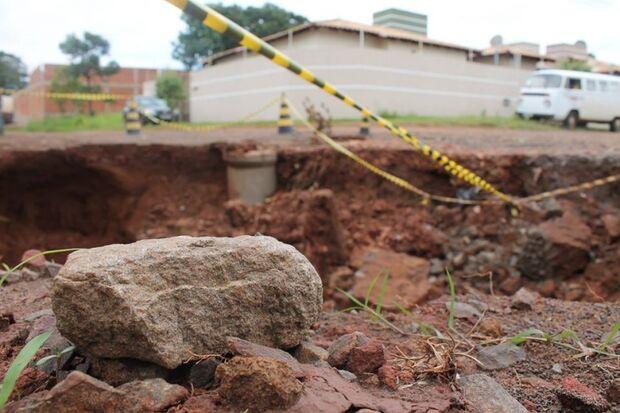 Capital sente os efeitos das chuvas de verão e castiga a cidade com buracos