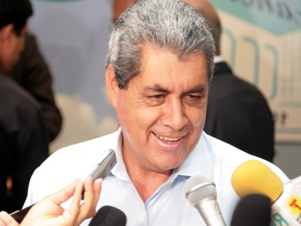 Adversários do PMDB definem candidatura de André