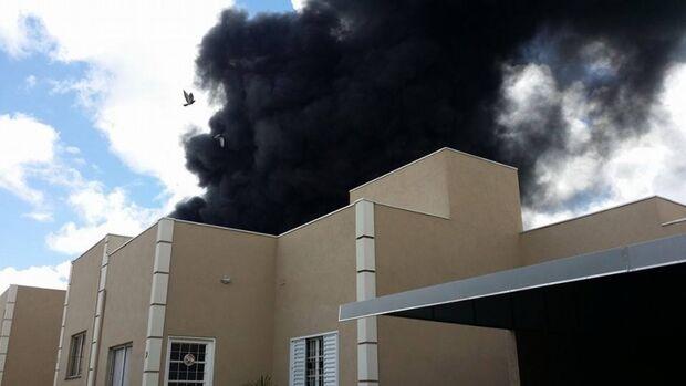 'Estava quente nas ruas da região', afirma morador próximo à fábrica incendiada