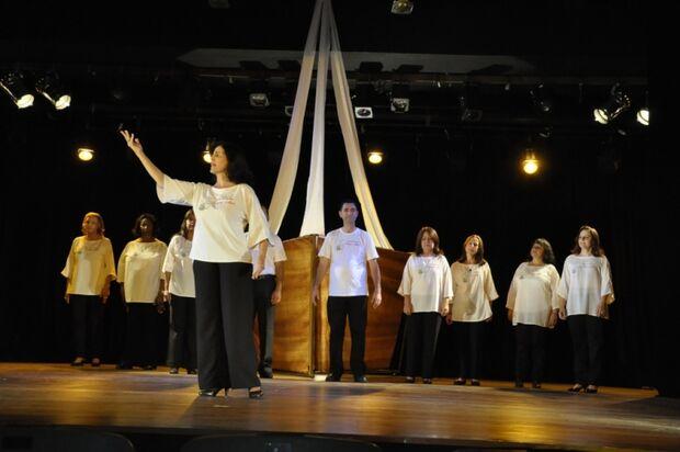 Poetas sul-mato-grossenses são homenageados em recital