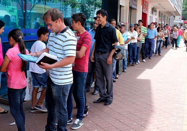 Greve chega ao fim e grandes filas tomam conta dos bancos da Capital