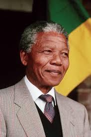 Corpo de Mandela chega a Qunu, onde será enterrado amanhã