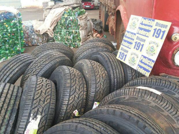 Veículo com contrabando de pneu é apreendido na BR-060
