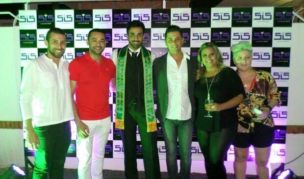 Amigos organizam festa surpresa na chegada do Mister Brasil Diversidade na capital