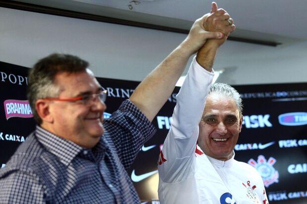 Em anúncio oficial, Corinthians confirma saída de Tite em 2014