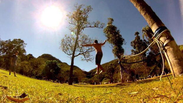 Slackline: o prazer de andar na corda bamba