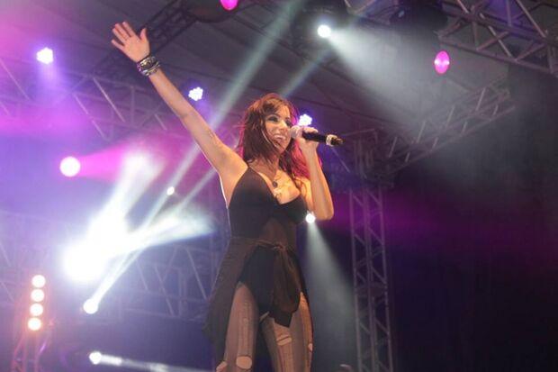 Anitta mostra a que veio com o Show das Poderosas e coloca público para dançar em vários estilos mús