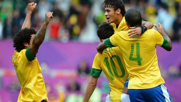 Brasil permanece em 10º no ranking Fifa; Espanha lidera