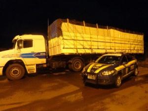 Caminhão carregado com cigarros contrabandeados é apreendido na BR-163