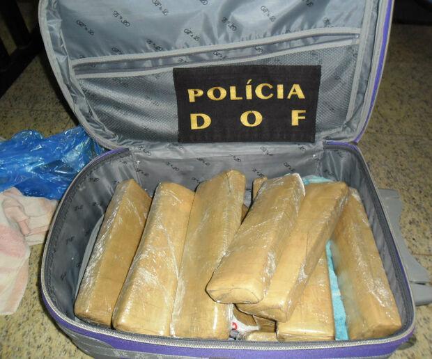 DOF apreende 12 tabletes de maconha em ônibus de viagem
