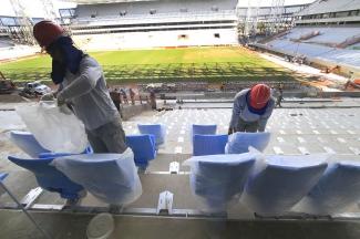 Arquibancadas da Arena Pantanal em Cuiabá começam a ser instaladas