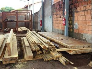 PMA autua empresa em R$ 3 mil por armazenar madeira ilegal