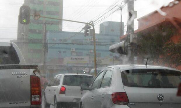 Chove em Campo Grande e tempo deve se repetir amanhã