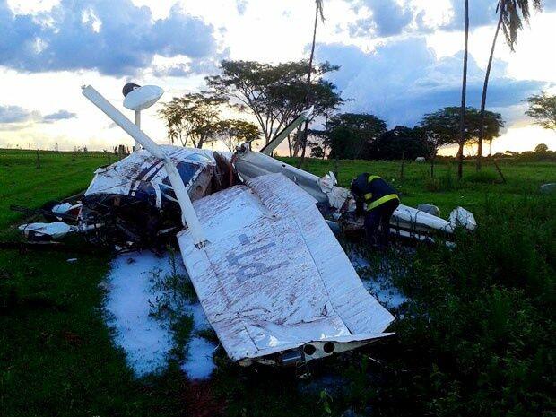 Monomotor de MS fica destruído após cair em Tupi Paulista