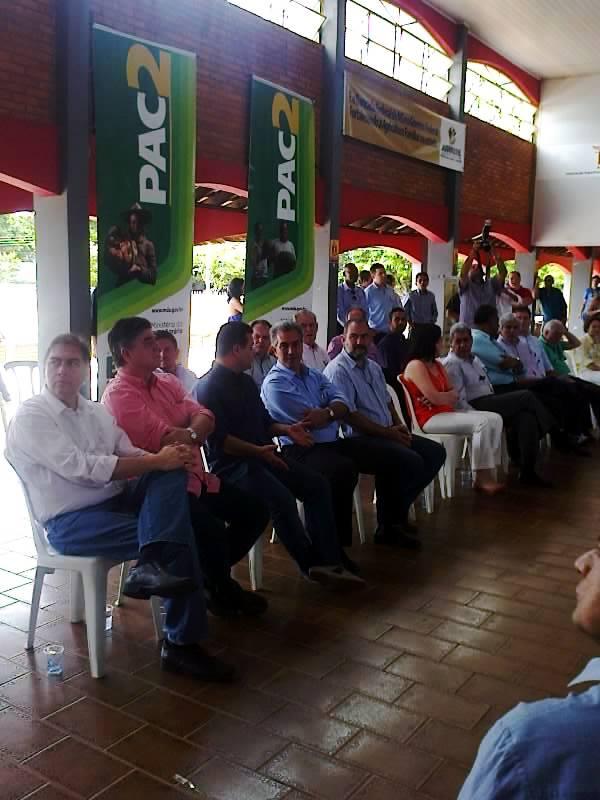 Bernal e Delcídio comparecem em evento na Associação Nipo