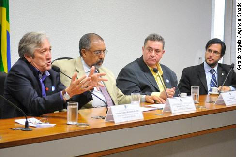 Lideranças cobram regulamentação de direitos constitucionais dos trabalhadores