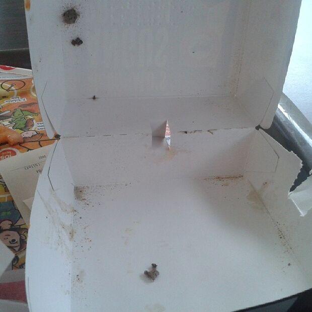 Jovem da Capital encontra fungos em caixa de lanche do McDonald's