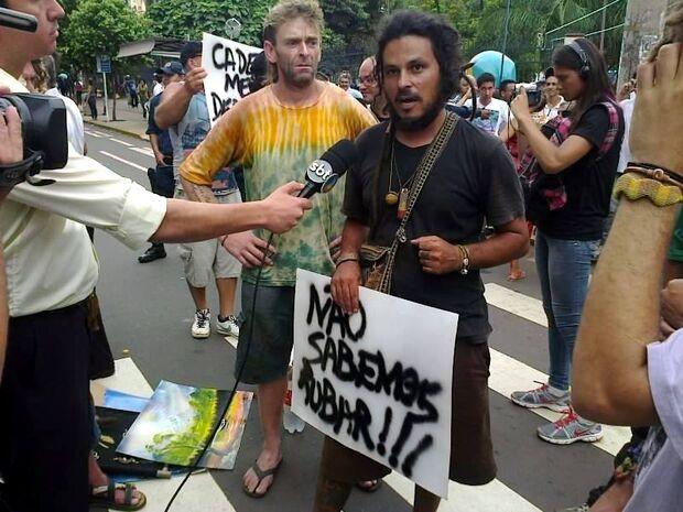 Artesãos protestam no centro contra ação truculenta da Guarda Municipal