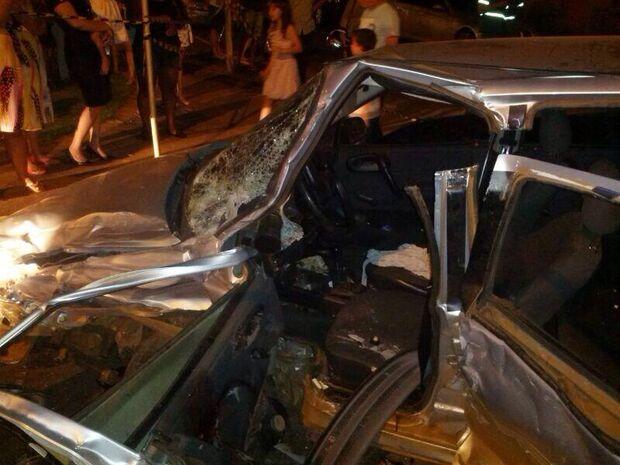 Homem embriagado bate em cinco veículos e mata assistente social