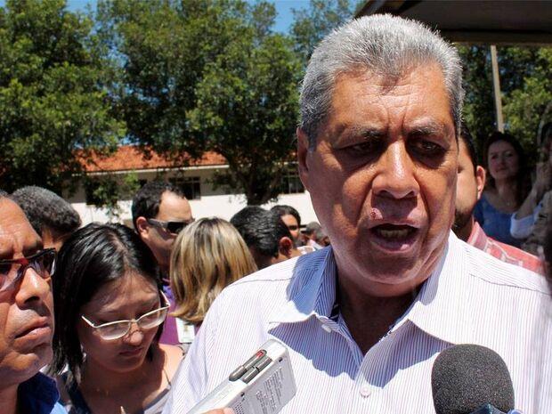 Obras de ponte para Porto Murtinho é tema de viagem de André ao Paraguai