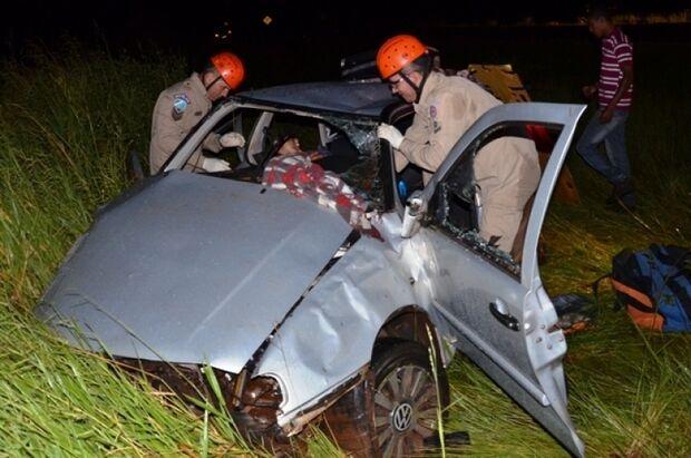 Casal fica preso entre ferragens após acidente na MS-141