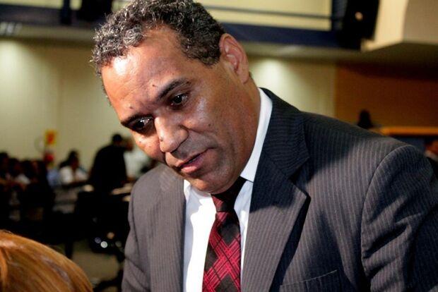 Chiquinho Telles pedirá afastamento de Bernal em caso de obstrução do trabalho da Comissão
