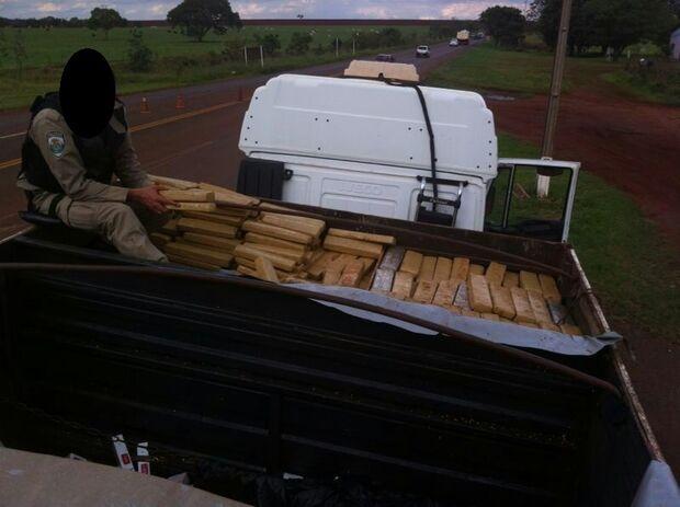 Polícia Federal apreende aproximadamente duas toneladas de maconha na BR 060