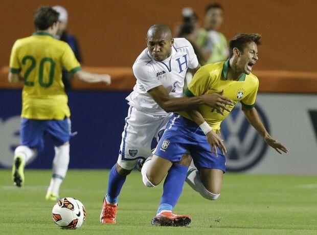 Felipão exalta time após amistoso e crava: 'O Brasil vai ser campeão'