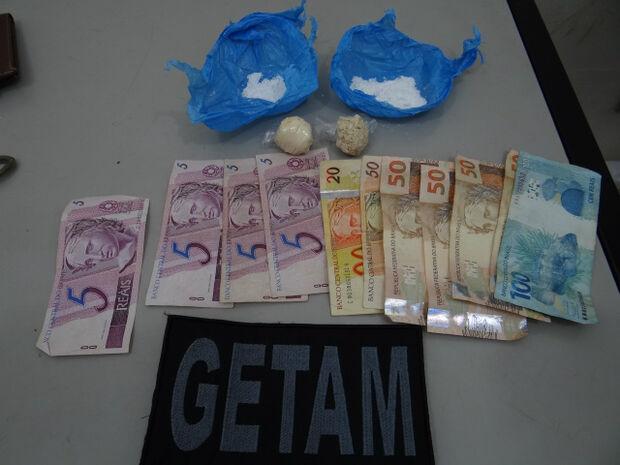 Jovens são presos com cocaína e pasta base em Dourados
