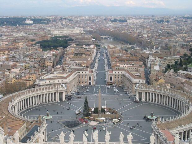 Vaticano diz que cerca de 400 padres foram afastados por suspeita de pedofilia