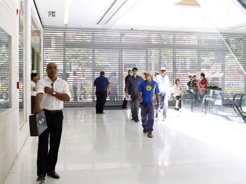 """Manifestação a favor de """"rolezinho"""" causa fechamento de shopping em São Paulo"""