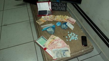 Mulher é presa em flagrante por tráfico de drogas