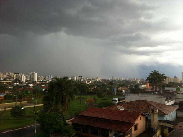 Especialistas prevêem verão chuvoso e descartam risco de blecaute no país