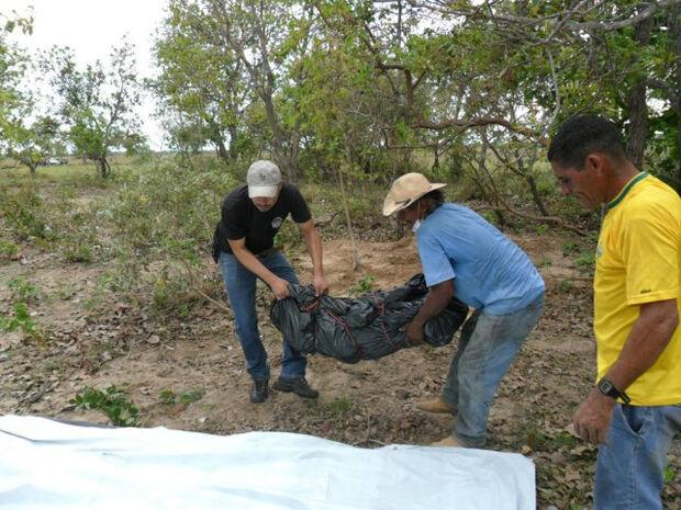 Polícia desenterra corpo de homem em fazenda do Pantanal
