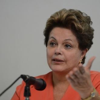 Dilma Roussef anuncia que assinará 100 decretos de desapropriação de terras até o final do ano