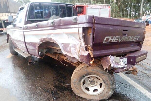 Acidente envolvendo três veículos deixa feridos na MS-276