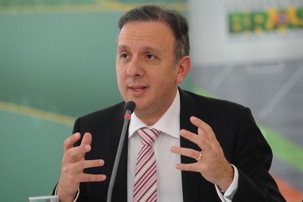 Ministro explica vinda à Capital para fazer campanha para Bernal