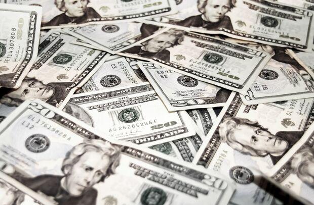 Dólar começa semana com queda de 2,33% em relação ao Real