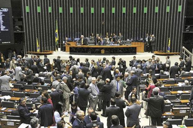 Congresso aprova Orçamento para 2014, com salário mínimo de R$724