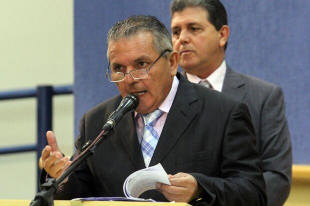Vereador diz que vai cobrar secretária sobre postagem no Facebook