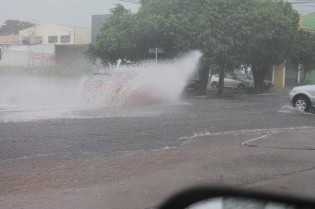 Chuva no meio da tarde na Capital, anuncia chegada do verão